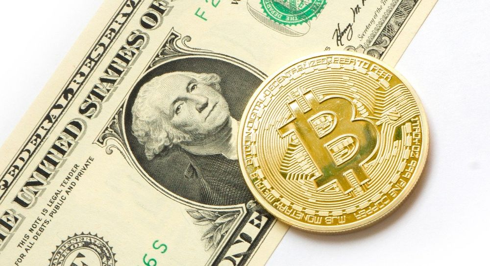 Bitcoin Dollar-Note und Bitcoin-Münze